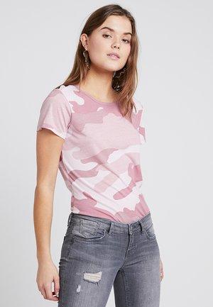 CAMO R T WMN S\S - T-shirt imprimé - strawberry/deep ginger ao