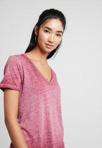 G-Star - MYSID OPTIC SLIM - T-shirt imprimé - port red - 3
