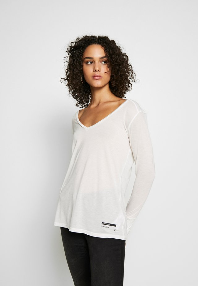 GYRE UTILITY V-NECK LONG SLEEVE T-SHIRT - Top s dlouhým rukávem - milk