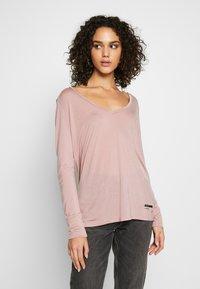 G-Star - GYRE UTILITY V-NECK LONG SLEEVE T-SHIRT - T-shirt à manches longues - berry mist - 0