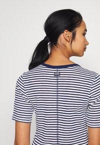 G-Star - SILBER SLIM - T-shirt print - milk/imperial blue stripe - 5