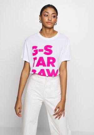 CHRAME GSRAW LOOSE T-SHIRT - T-shirt med print - white