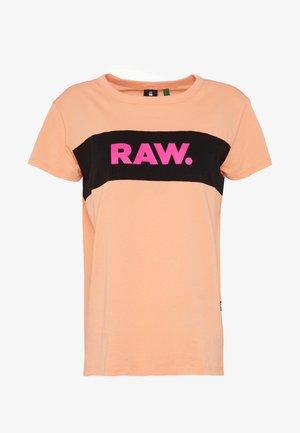 GYRE CUT & SEW - T-shirt imprimé - light tangerine