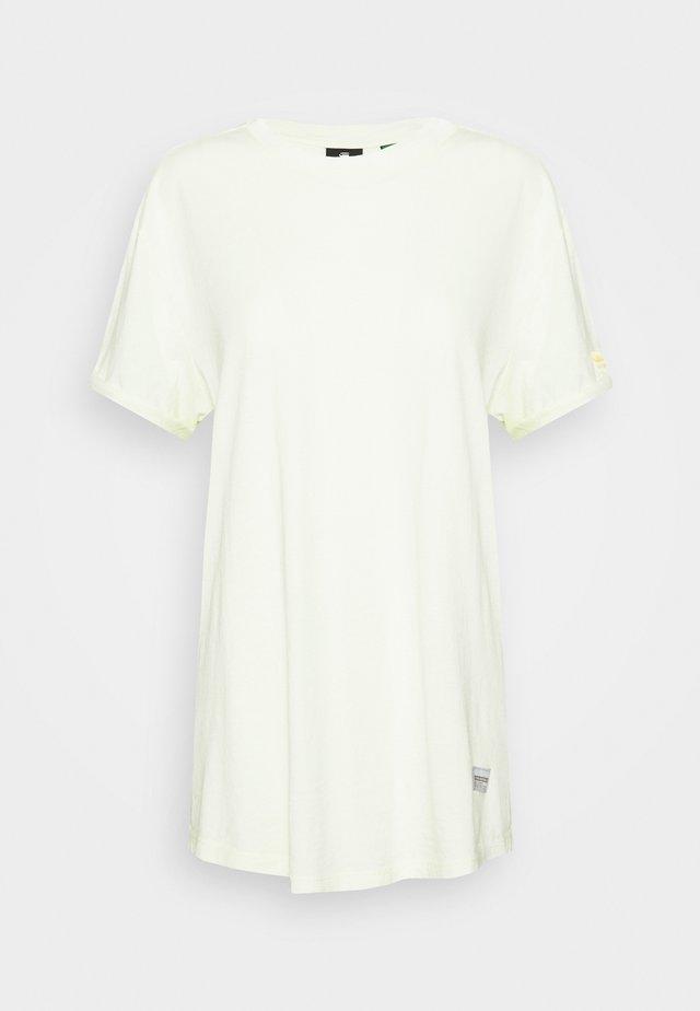LASH FEM LOOSE - Camiseta básica - lumi green
