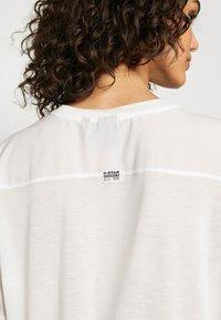 G-Star - WEIR UTILITY LOOSE R-NECK - Camiseta estampada - milk - 5