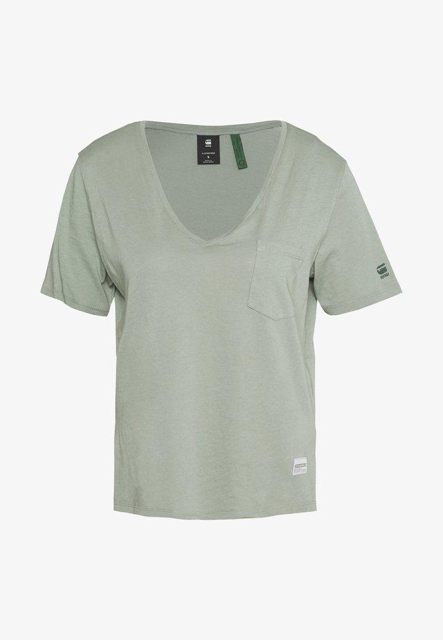 CORE OVVELA - Camiseta estampada - light green