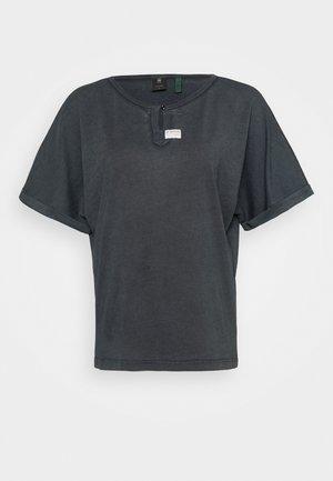JOOSA - Basic T-shirt - dk black gd