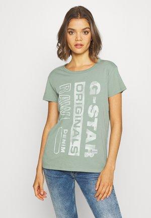 GRAPHIC GYRE - Camiseta estampada - light green