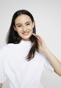 G-Star - DISEM LOOSE R T WMN S/S - T-shirt med print - white - 5