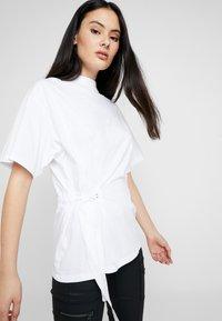 G-Star - DISEM LOOSE R T WMN S/S - T-shirt med print - white - 3