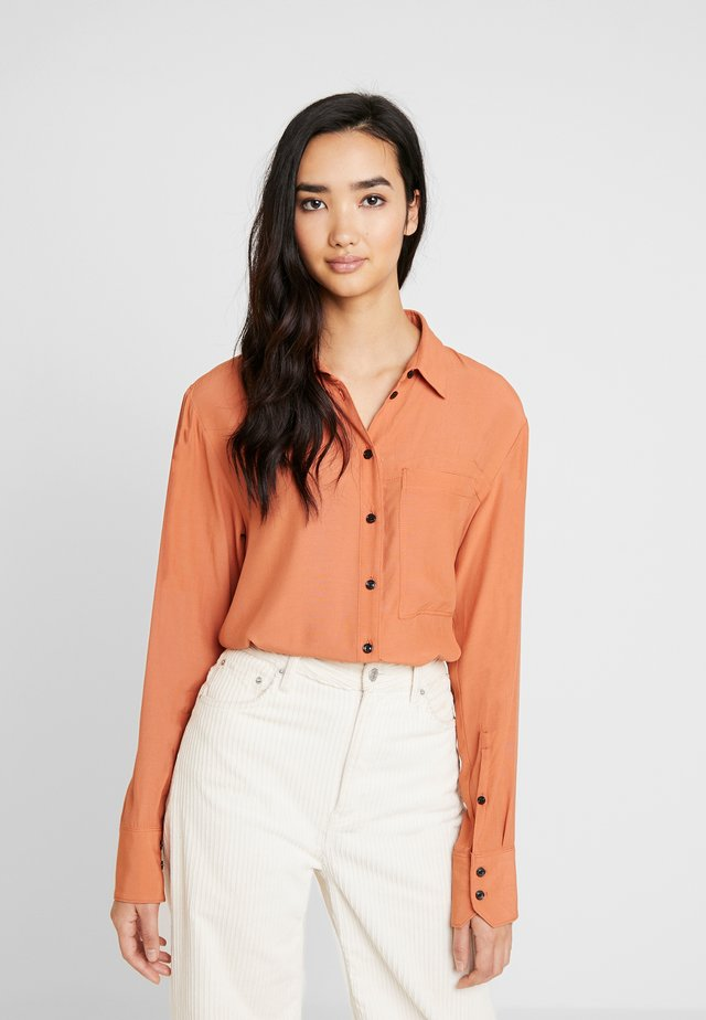 CORE STRAIGHT SHIRT - Button-down blouse - dusty royal orange