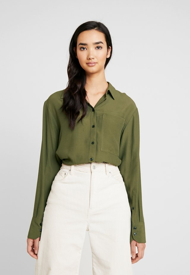 CORE STRAIGHT SHIRT - Button-down blouse - combat