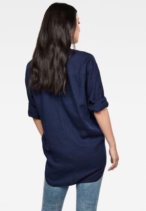 PAROTA CLASSIC BF SHIRT WMN L\S RINSED WOMEN - Button-down blouse - blue denim