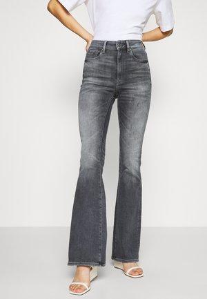 3301 HIGH FLARE - Flared Jeans - vintage basalt destroyed