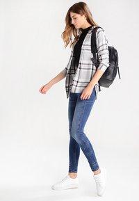 G-Star - 3301 LOW SKINNY  - Jeans Skinny Fit - elto superstretch - 2