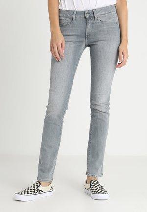 MIDGE MID STRAIGHT WMN - Straight leg jeans - lt aged