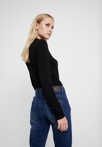 G-Star - ARC 3D LOW BOYFRIEND - Jeans Relaxed Fit - neutro stretch denim - 3