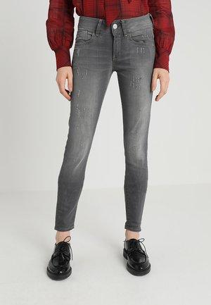 LYNN MID SKINNY WMN NEW - Jeans Skinny Fit - slander grey superstretch