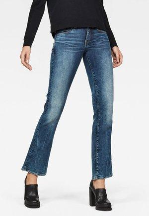 MIDGE SADDLE MID BOOTCUT - Bootcut jeans - blue denim