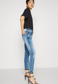 G-Star - LYNN MID SKINNY RP ANKLE WMN - Jeansy Skinny Fit - sun faded azurite - 3
