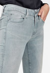 G-Star - 3301 DECONSTRUCTED MID WAIST SKINNY - Jeans Skinny Fit - blue - 3