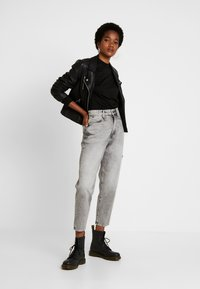 G-Star - JANEH ULTRA HIGH MOM - Jeans Tapered Fit - sun faded basalt - 1