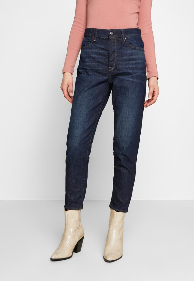 JANEH ULTRA HIGH MOM ANKLE - Jean boyfriend - worn in deep forest