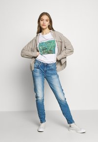 G-Star - ARC 3D LOW BOYFRIEND - Jeans Tapered Fit - azure stretch denim authentic faded blue - 1