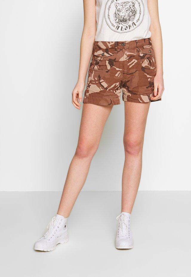 ARMY RADAR - Shorts - soft taupe/chocolate berry