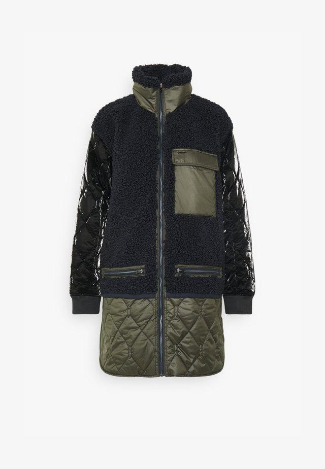 QUILTED LINER - Płaszcz zimowy - mazarine blue