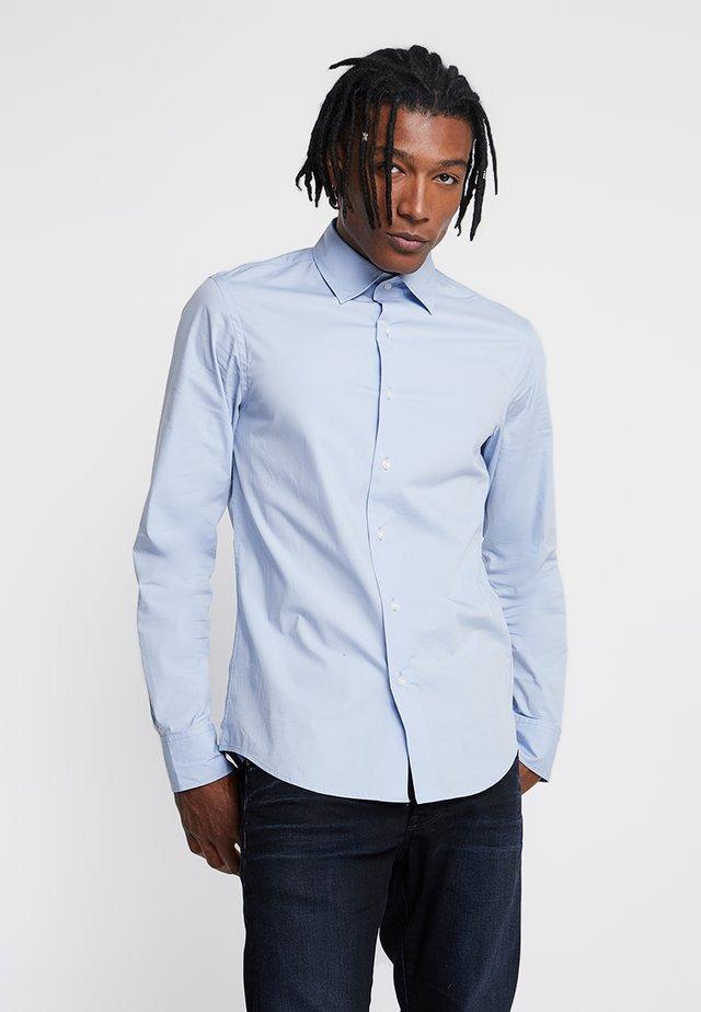 CORE SHIRT L/S SUPER SLIM - Zakelijk overhemd - light wave