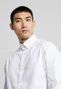 G-Star - STALT STRAIGHT BUTTON DOWN POCKET - Koszula - white - 4