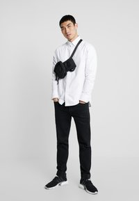 G-Star - STALT STRAIGHT BUTTON DOWN POCKET - Koszula - white
