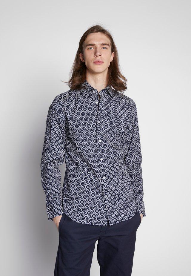 CORE SUPER SLIM SHIRT L\S - Camisa - imperial blue/milk