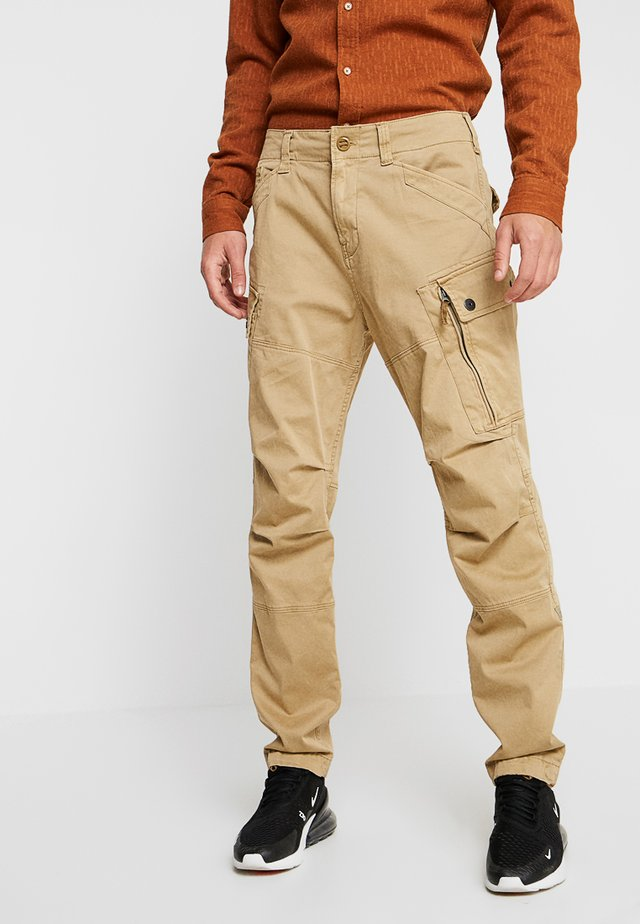 ROXIC STRAIGHT TAPERED - Pantalones cargo - premium micro str twill od - sahara