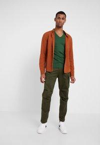 G-Star - ROXIC STRAIGHT TAPERED - Cargo trousers - dark bronze green - 1