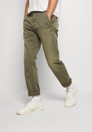 VETAR SLIM CHINO - Chino kalhoty - olive