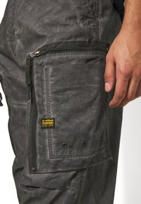 G-Star - ARRIS STRAIGHT TAPERED - Cargo trousers - black - 4