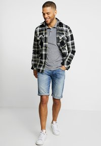 G-Star - 3301 1\2 - Jeansshorts - medium aged - 1