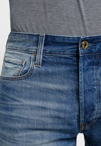 G-Star - 3301 1\2 - Jeansshort - medium aged - 3