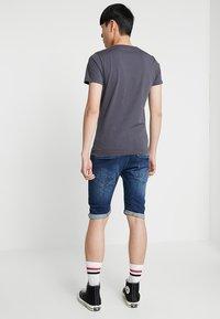 G-Star - ARC 3D 1/2 - Denim shorts - devon stretch denim dark aged - 2