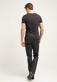 G-Star - 3301 STRAIGHT - Straight leg jeans - black pintt stretch denim - 2
