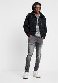 G-Star - REVEND - Jeans Skinny Fit - slander grey superstech - 1
