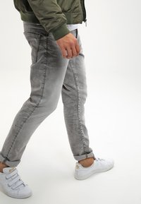 G-Star - 3301 TAPERED - Jeans Tapered Fit - kamden grey stretch denim - 3
