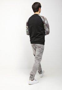 G-Star - 3301 TAPERED - Jeans fuselé - kamden grey stretch denim - 2