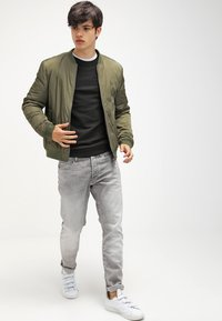 G-Star - 3301 TAPERED - Jeans fuselé - kamden grey stretch denim - 1