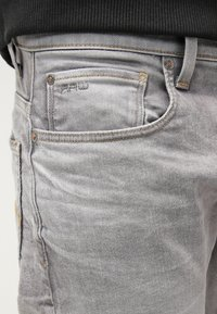 G-Star - 3301 TAPERED - Jeans fuselé - kamden grey stretch denim - 4