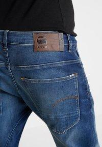 G-Star - ARC 3D SLIM FIT - Vaqueros slim fit - joane stretch denim - worker blue faded - 5