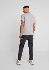 G-Star - 5650 3D RELAXED TAPERED - Relaxed fit jeans - kamden grey stretch denim - dry waxed pebble grey - 2