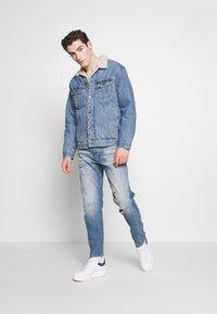 G-Star - Džíny Relaxed Fit - kir stretch denim worn in ripped blue faded - 1